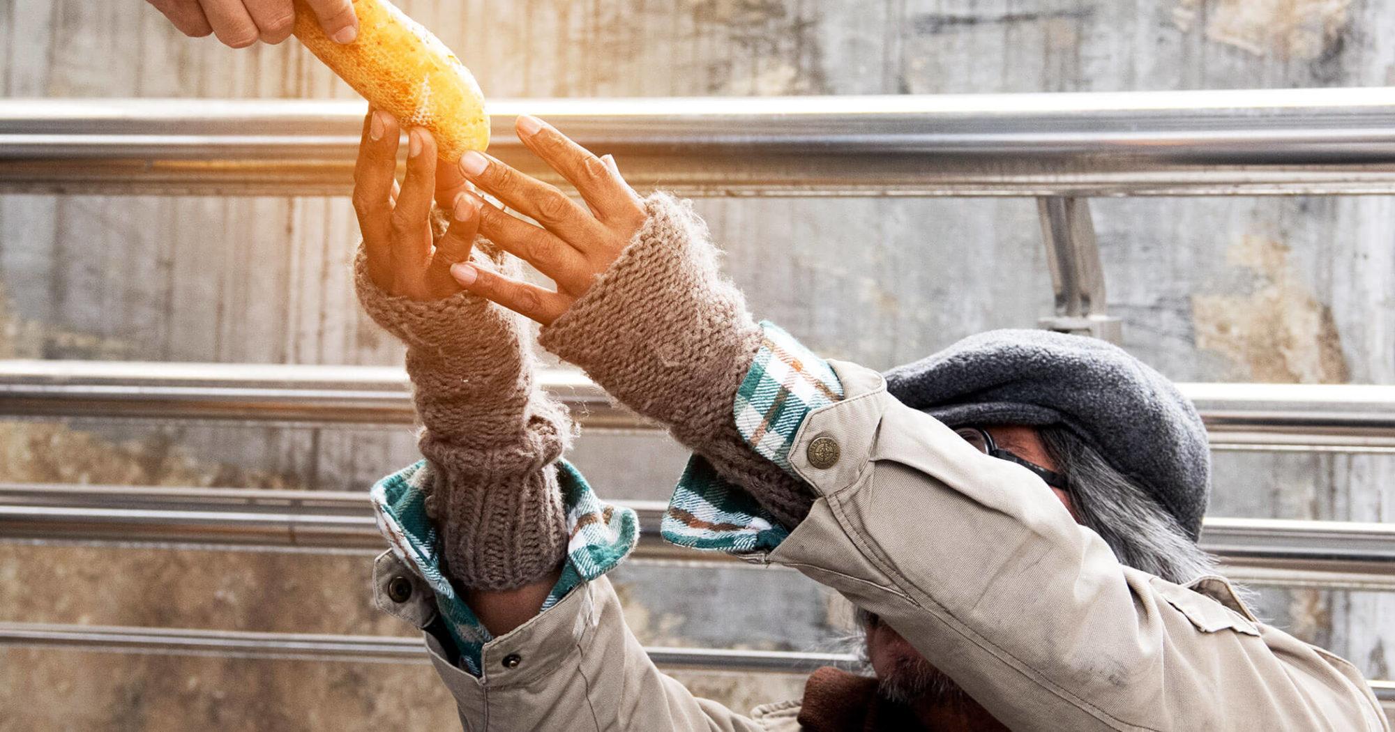 homeless tbi giving food